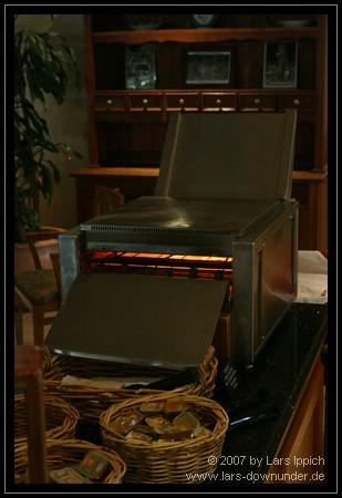 überdimensionierter Toaster